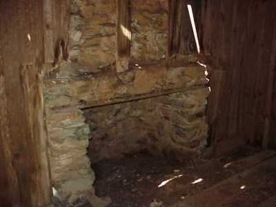 Mark Twain Cabin Fireplace MVC-069X